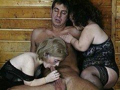 карлики оргия порно фото
